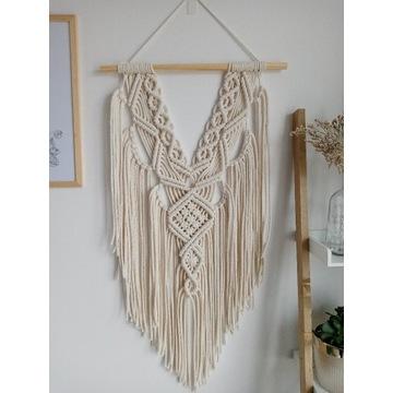 Makrama ze sznurka dekoracja na ściane