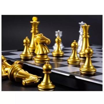 Szachy magnetyczne w kolorze złota i srebra