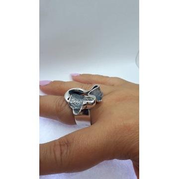 Pierścionek srebrny od plastyków