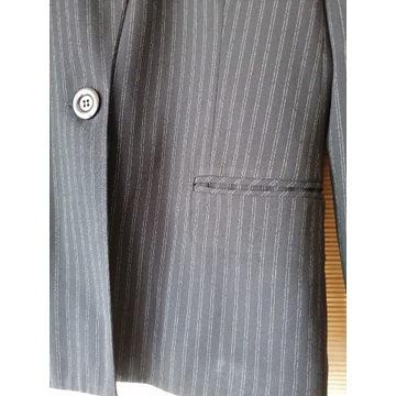 Przepiekny czarny kostium z paseczkami  40