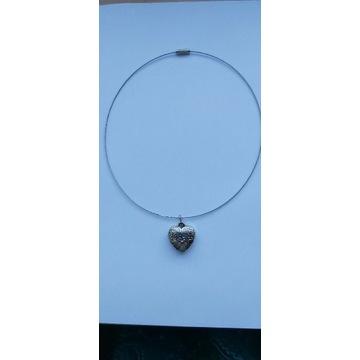 Naszyjnik z zawieszką w kształcie serca
