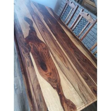 Drewniany stół z krzeslami