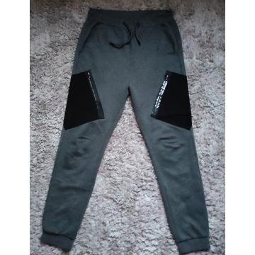 Spodnie dresowe Cropp rozmiar S