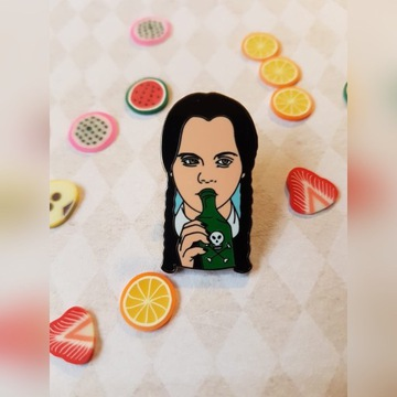 Przypinka pin emaliowany Wednesday Addams