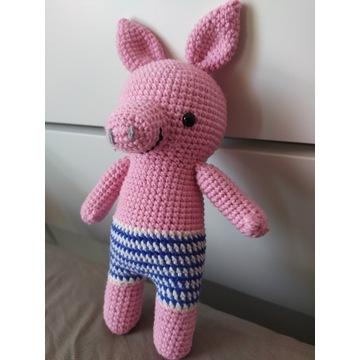 Maskotka świnia świnka amigurumi pluszak szydełko