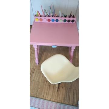 urocze biurko z krzesłem