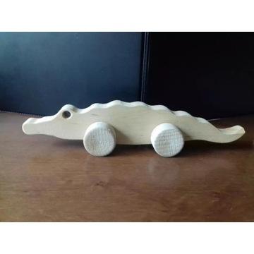 Drewniana zabawka na kółkach drewniany KROKODYL