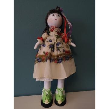 Lalka Tilda w pięknej sukience