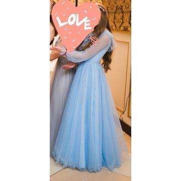 Błękitna sukienka balowa