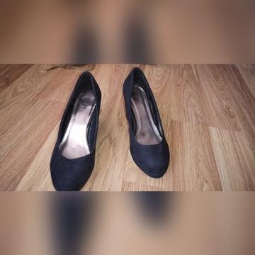Buty damskie czarne na koturnie 38