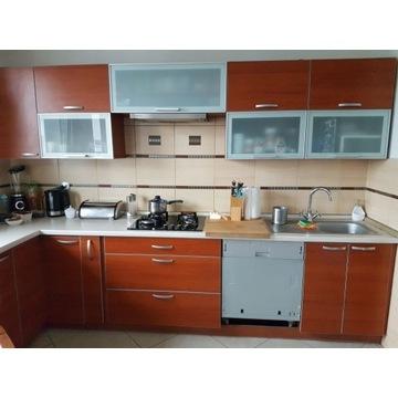 Meble kuchenne wraz z płytą gazowo-elektryczną