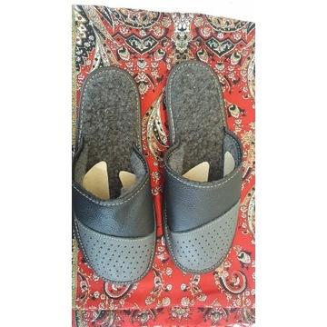 Pantofle meskie ocieplane pelne.