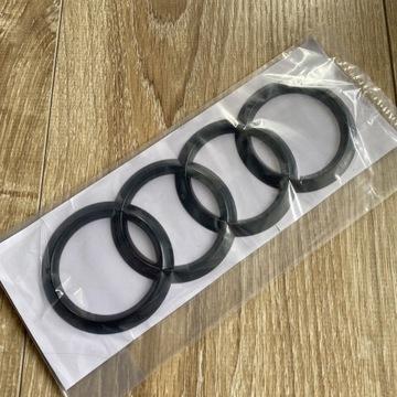 Znaczek Audi na klapę bagażnika 192 mm Czarny Lak