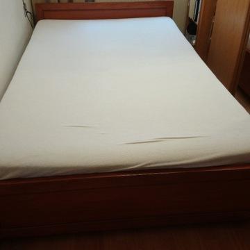 Sprzedam łożko z materacem, pojemnik na pościel.