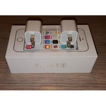 2 amerykańskie wtyczki elektryczne  Apple