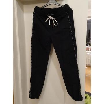 Cropp spodnie dresowe męskie chłopak  rozmiar S 28