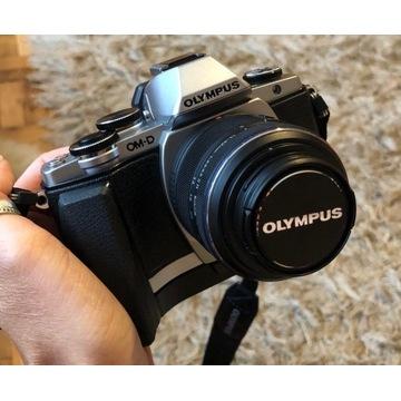 Olympus om-d e-10 + obiektyw 14-42 mm + akcesoria
