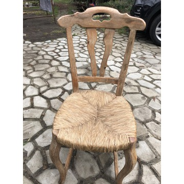 Egzotyczne krzesło z trawy morskiej