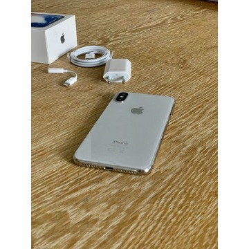 iPhone X 64 GB srebrny z akcesoriami
