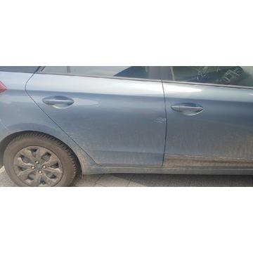 Hyundai i20 drzwi prawy tyl