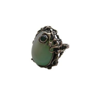 Stary srebrny pierścionek z kamieniem pr. 800!
