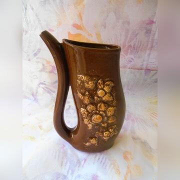 Dzbanek ceramiczny krynica z kwiatowym wzorem
