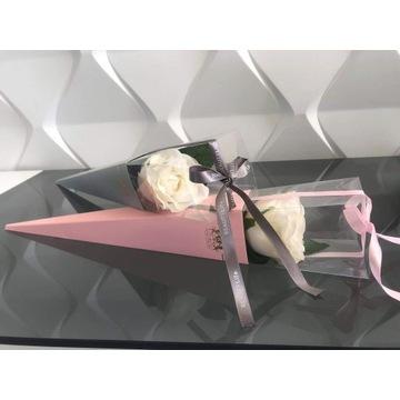 Róża w pudełku boxie na wyjątkowe okazje