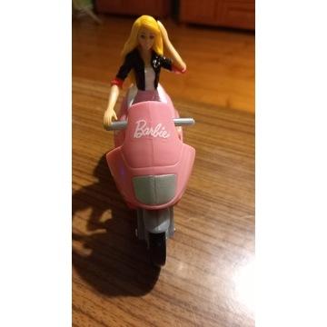 Lalka Barbie na motorze