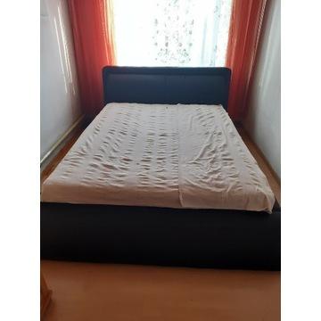 Łóżko tapicerowane z zgłówkiem