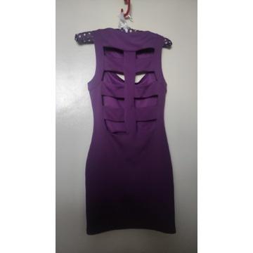Seksy sukienka z wycięciami na plecach tuba paski