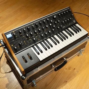 Moog Subsequent-37 Analog Synthesizer +flight case