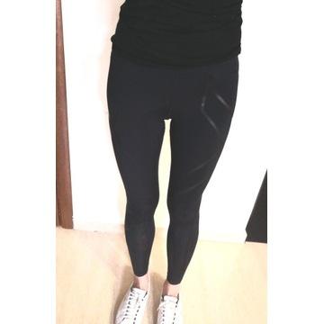 Czarne legginsy sportowe 2xu r. XS / S