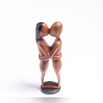 DREWNIANA figurka para w uścisku - Afryka, Gambia