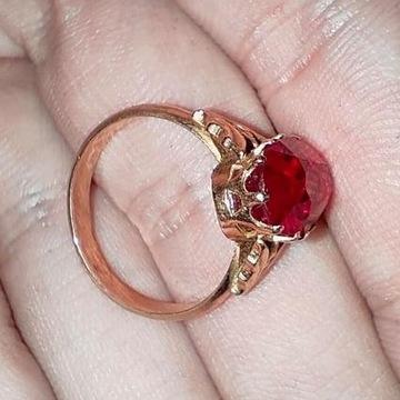 Złoty pierścionek próba 583