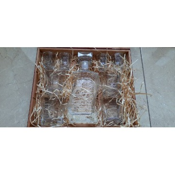 Zestaw karafka 4 szklanki 4 kieliszki Pudełko