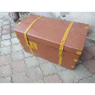 Stary mały kufer