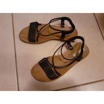 Nowe sandałki elastyczne 39