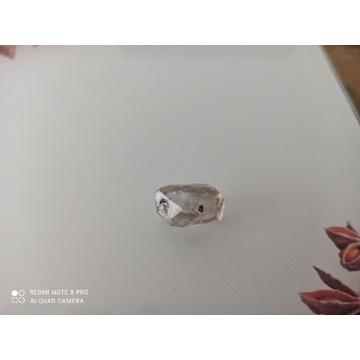 Diament herkimer z inkluzją ruchomą, w kropli wody