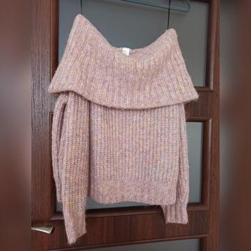 Różowy sweter z dużym golfem