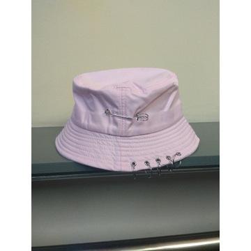 Bucket hat kapelusz czapka rybacka różowy agrafka