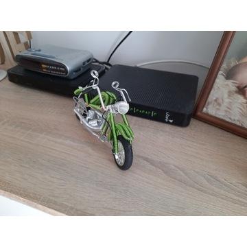 Figurka motoro ozdoba na biurko