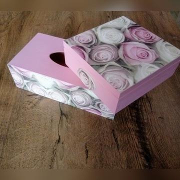 Komplet szkatułka drewniana i chustecznik w róże