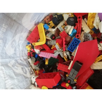 Mix 10kg klocków głównie Lego+pudełko Lego