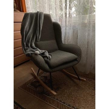 Fotel bujany na biegunach