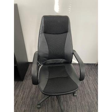 4 fotele biurowe plus stół w gratisie półki
