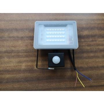 Oprawa naświetlacz LED 30W z czujnikiem