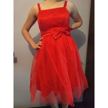 Czerwona sukienka koktajlowa z kokardą i tiulem