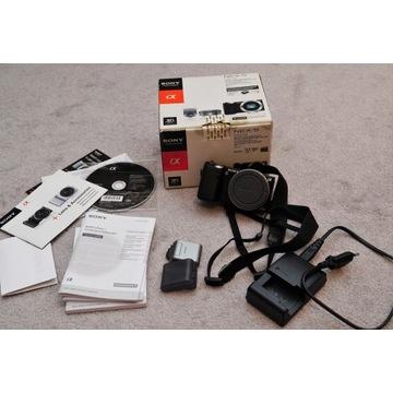 Sony NEX-5 korpus, ładowarka, lampa, karta 16GB