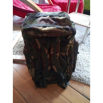 Duży pojemny plecak miltarno turystyczny