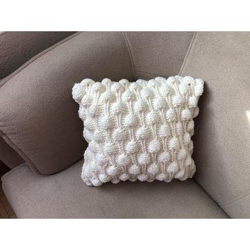 Poduszka z powłoczką dzierganą ręcznie